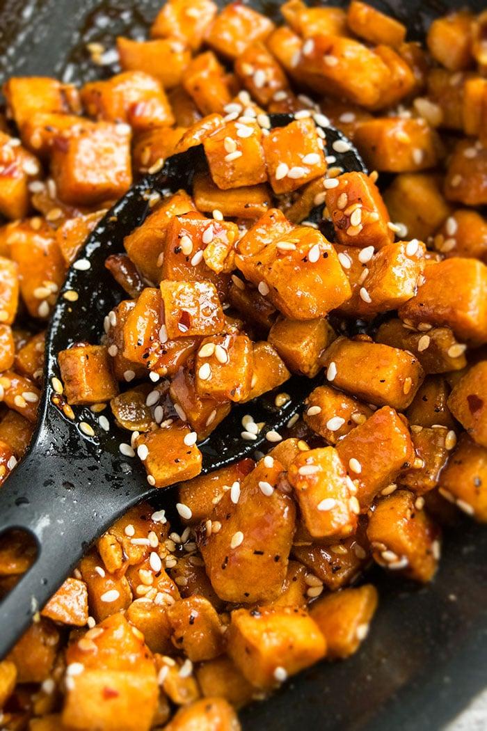 How to Make Sesame Tofu/ Honey Sriracha Tofu (30 Minute Recipe)