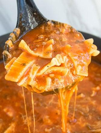 One Pot Lasagna Soup Recipe (Quick 30 Minute Meal)