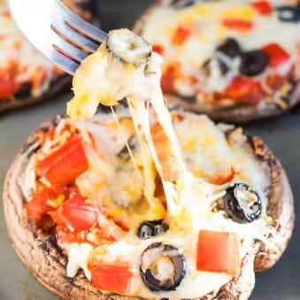 Easy Portobello Mushroom Pizza Recipe (One Pan)
